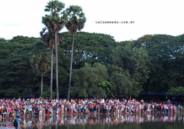 Assistir ao nascer do sol em Angkor Wat pode ser perfeito - se você não se importar com a multidão.