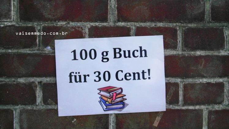 No último dia, uma feira muito interessante: 100g de livros por 30 centavos de euro! :)
