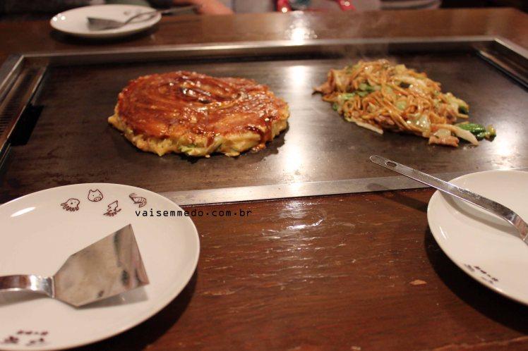 Okonomiyaki: um prato novo pra mim, mas muito fácil de ser achado.