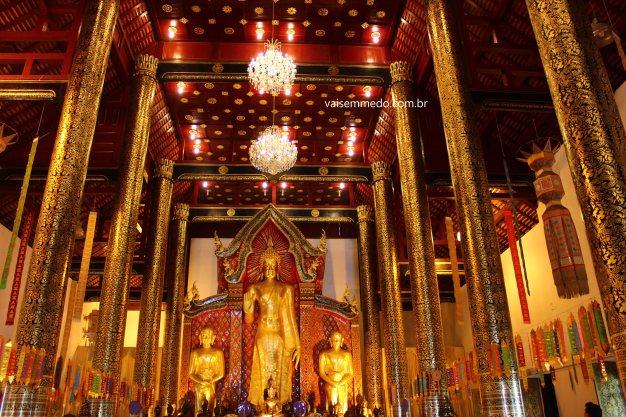 Um dos muitos templos da cidade.
