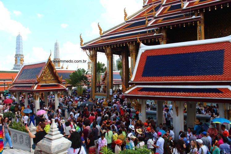 Um dia normal para visitar o Grande Palácio Real de Bangkok, na Tailândia.