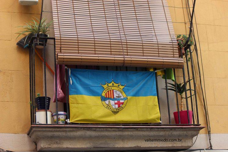 O bairro da Barceloneta tem até a sua própria bandeira!
