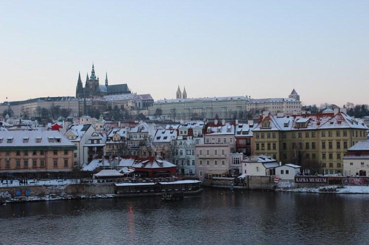 Praga no inverno - uma paisagem bem diferente das outras estações do ano. (Foto: arquivo pessoal)